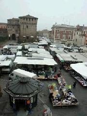 Mercato sperimentale e straordinario in località Borgo Hermada, Piazza XXIV Maggio e Piazza IV Novembre